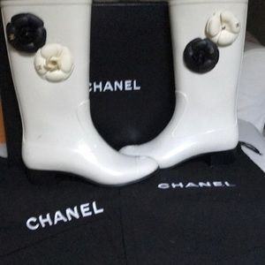 🌹CHANEL RAIN BOOTS 🌹. REDUCED !!!!